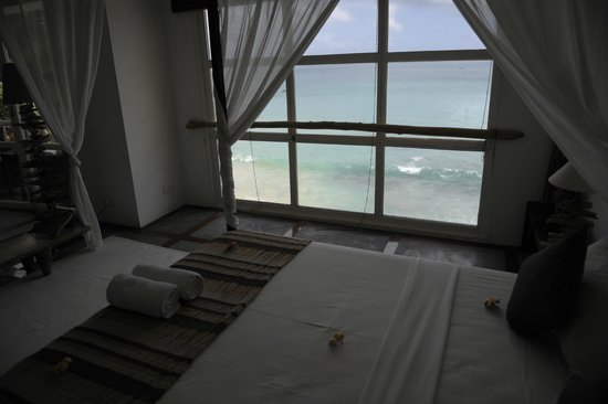 Bliss Hotel Seychelles : Outlook from one of the 2d floor apartment windows