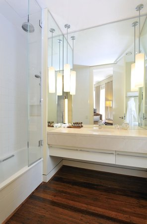 Hotel Lindrum Melbourne - MGallery Collection: Ensuite Bathroom