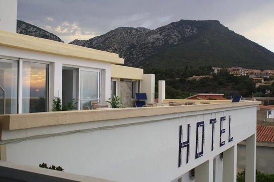 Hotel Miramare : top floor room, reflection of sunrise