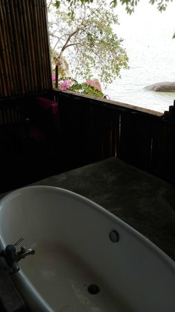 THE BAY Resort & Restaurant: Bathtub with a view