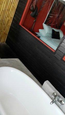 THE BAY Resort & Restaurant: Outdoor Bathtub