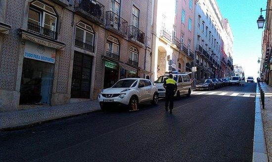 Lisboa Tejo Hotel: Не паркуйтесь в переулке