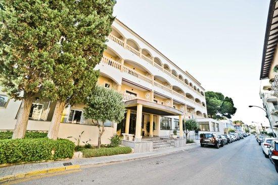 Hotel Baviera: Hotel Eingang  -  Entrada Hotel
