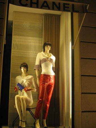 Avenue Montaigne: Chanel