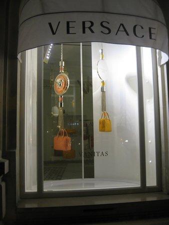 Avenue Montaigne: Versace