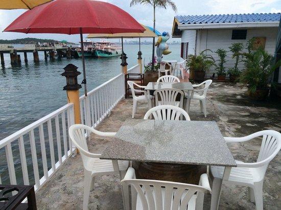 Lareena Resort : บรรยากาศใกล้ท่าเรือ