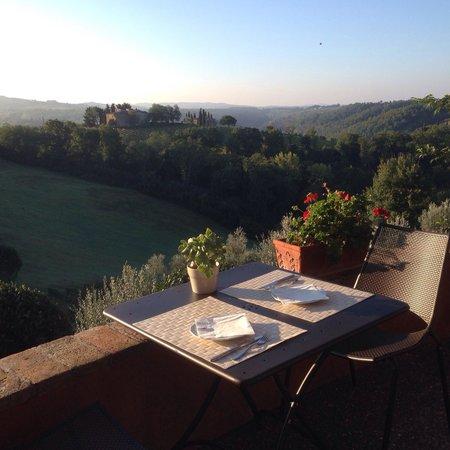 Salvadonica - Borgo Agrituristico del Chianti: Colazione in terrazza