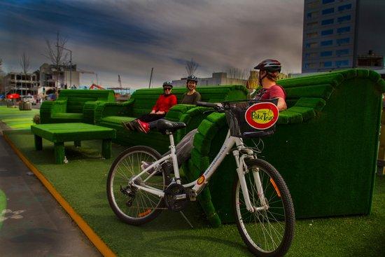 Christchurch Bike & WalkingTours: Comfy green chairs on Rebuild Tour