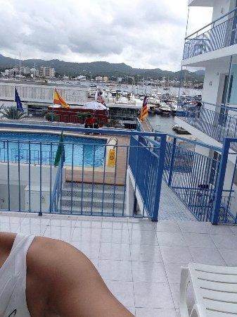 Apartahotel Del Mar : Poolside