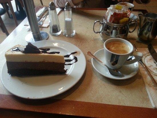 Cafe de Pierre : Cafe and cake