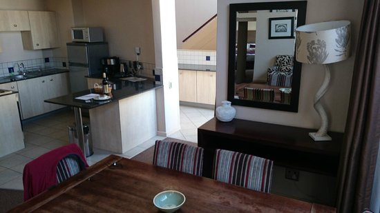 Faircity Mapungubwe Hotel Apartments: Entrance lobby, dining room and kitchen