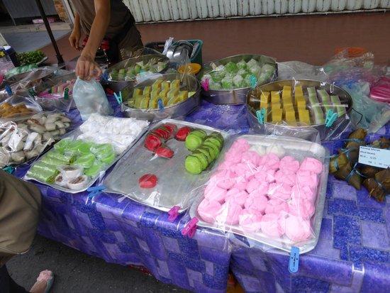 Gaya Street Sunday Market: Food options