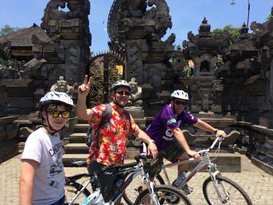 Bali Bintang Tour: Bike riding!