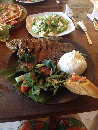Warung Mina: Та самая вкусная рыба) ......( не помню как называется)