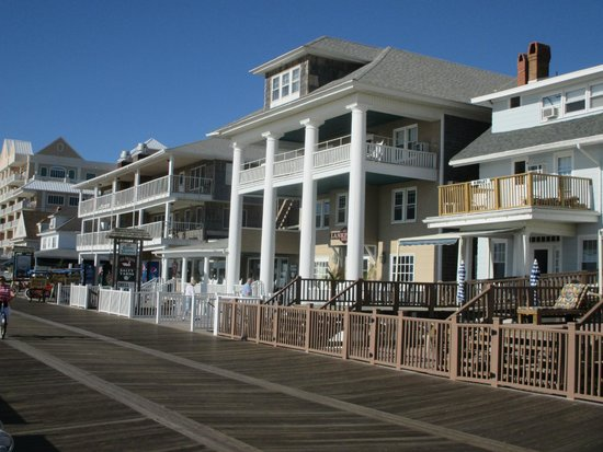 Lankford Hotel: Front Portico from Boardwalk