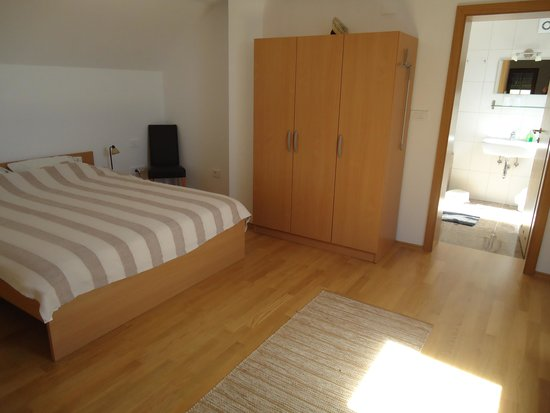 Lipizzaner Lodge Relaxtivity Guest House : Self catering Apartment Upstairs Double bed