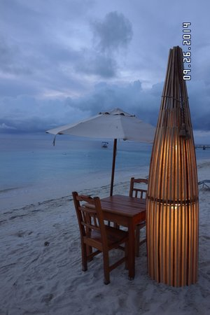 Argentinian Grill: Romantic beachside tables