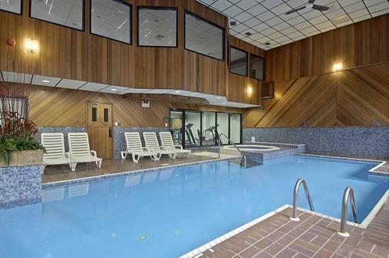 Super 8 Campbellton NB : Pool,jacuzzi and sauna.