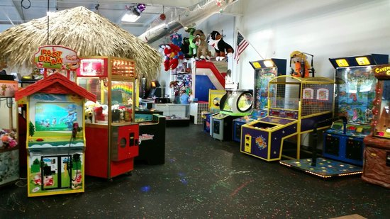 Coral Cove Family Fun Center: Tons of arcade games