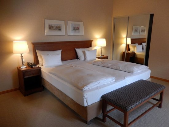 Hotel Bergstrom: Bett in Mühlensuite