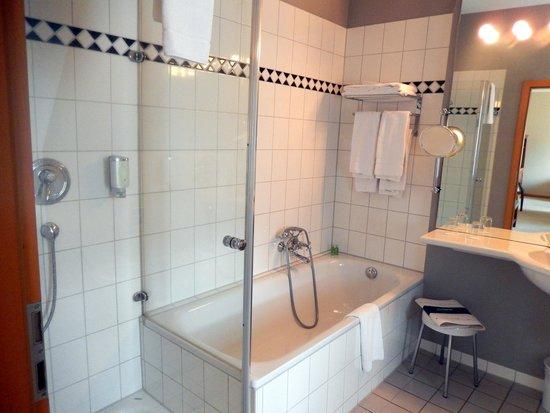 Hotel Bergstrom: Bad in Mühlensuite