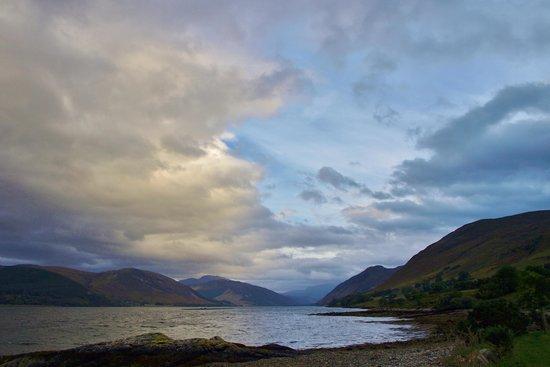 Torran B & B: Evening view along Loch