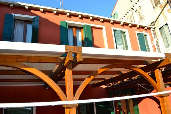 Hotel Dalla Mora : This is the patio and windows were our room