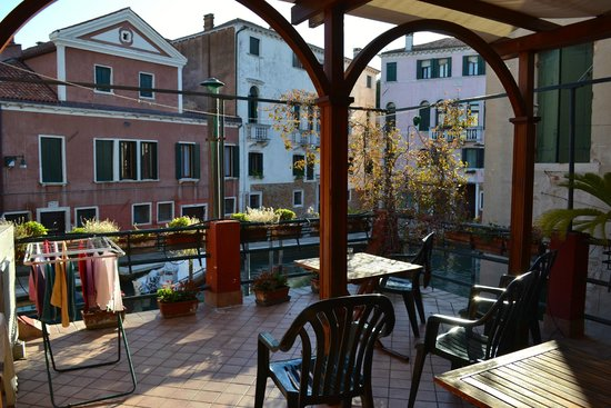 Hotel Dalla Mora : The patio on the 2nd floor