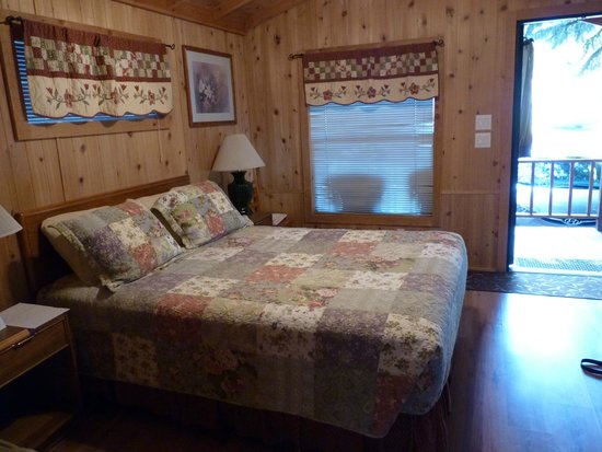 Lake View Lodge: Cosy cottage
