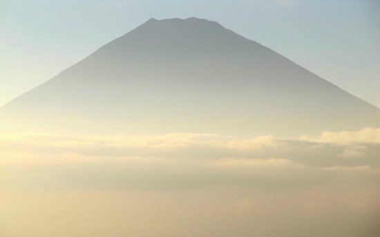 Palace Hotel Hakone: Mt Fuji, Hazy day but beautiful.  Missing it's snow cap this time of year