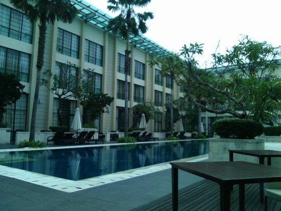 Aryaduta Medan: kolam renang di lantai 9
