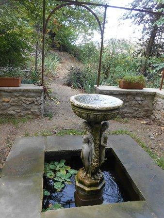La tour foto van le jardin d 39 eden tournon sur rhone for Jardin d eden meyzieu