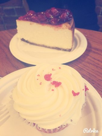 Two Little Red Hens: Cup cake and cheese cake