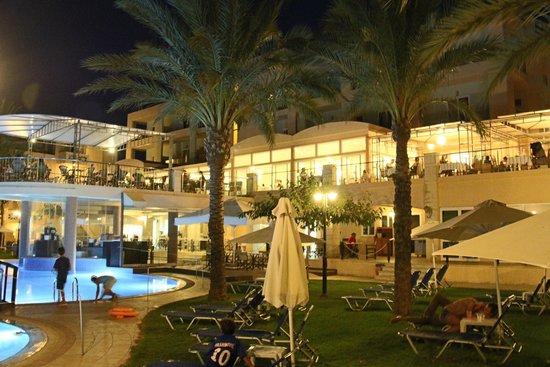 Sea View Hotel: restaurant outside
