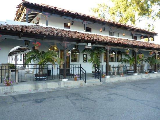 Casa Via Mar Inn and Tennis Club: motel fleuri