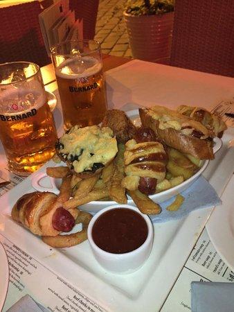 Bernard Piwiarnia- Restauracja: Questo è lo snack. (4 assaggi - piatto per due persone). Molto appetitoso.