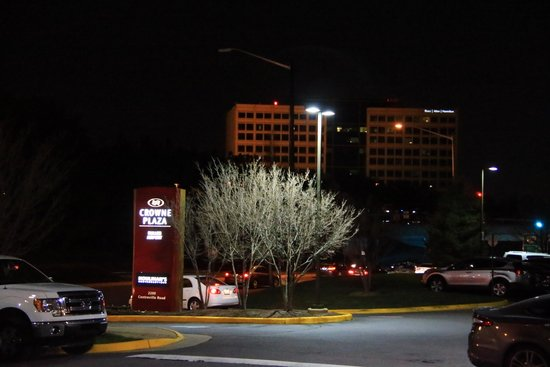 Crowne Plaza Dulles Airport Hotel: Wir kamen am Abend an