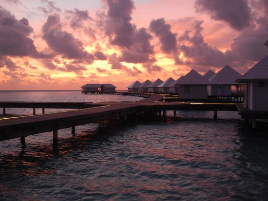 Athuruga Island: Sunset from water villa no. 5