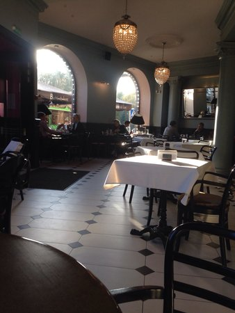 Bistro de Luxe: View from inside