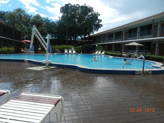 Ramada Kissimmee Gateway: Lot of rain but so hot