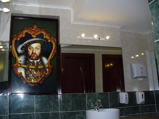 Gentlemen toilet picture of queen 39 s astoria design hotel for Design hotel queen astoria