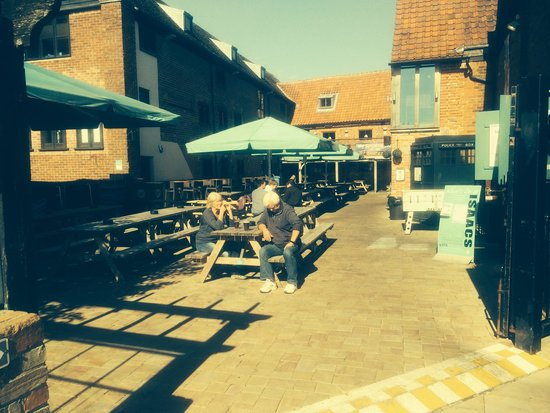 Issacs on the Quay: Lunch and Dinner