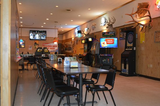 Badlands Saloon and Grille: Gaming area in the back