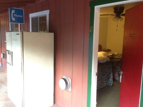 Yosemite Riverside Inn : Refrigerator directly in front of window.