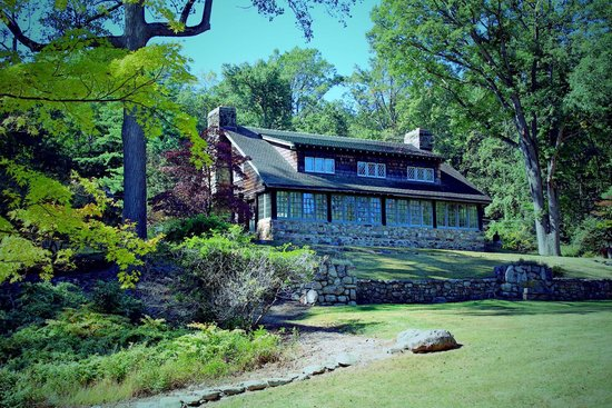 The Stickley Museum at Craftsman Farms: Log house late summer afternoon