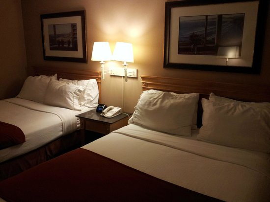 Holiday Inn Express Vancouver Airport: Hotel room