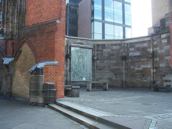 St Nikolai Memorial: i resti