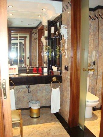 Gran Melia Victoria : Bathroom, Sea view room