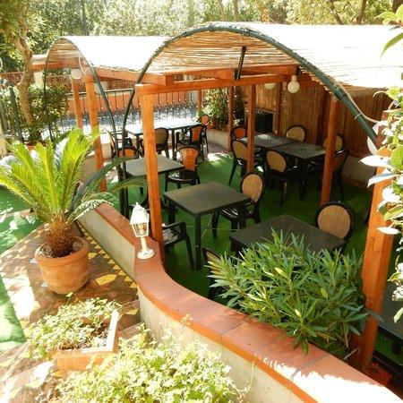 Hotel Leopoldo: front patio