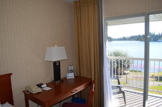 The Inn on Long Lake: Enjoy the view while working at the desk!